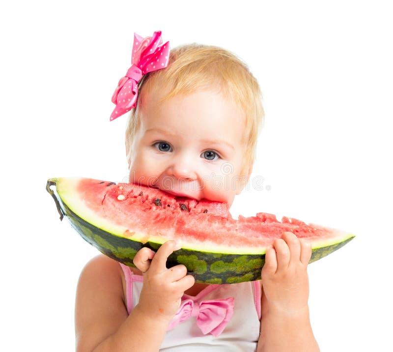 Meisje dat watermeloen eet die op wit wordt geïsoleerdl royalty-vrije stock afbeelding