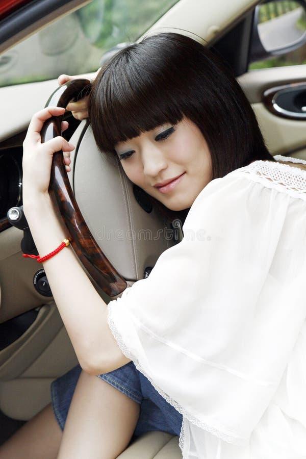 Meisje in de auto. royalty-vrije stock afbeelding