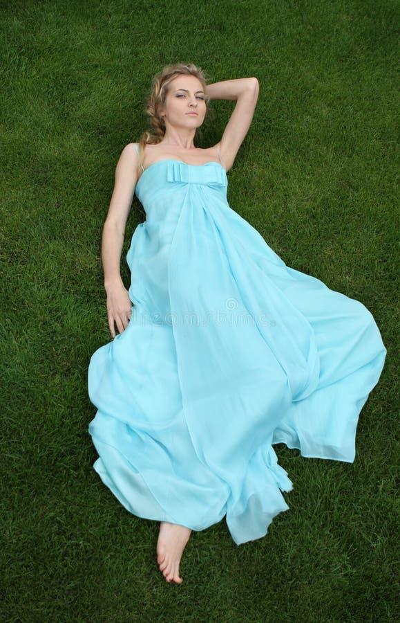 Meisje in de blauwe kleding royalty-vrije stock foto's