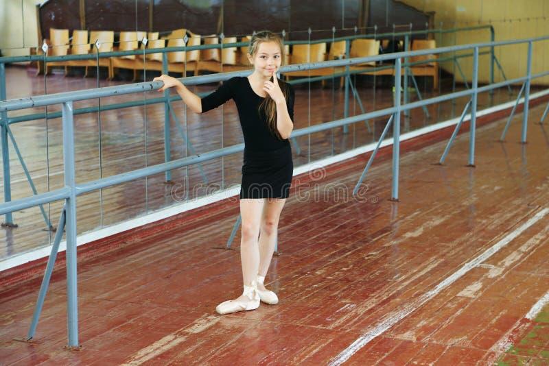 Meisje in de dansklasse royalty-vrije stock fotografie