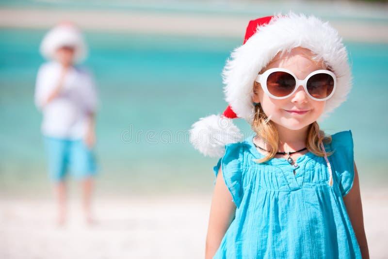Meisje in de hoed van de Kerstman royalty-vrije stock fotografie