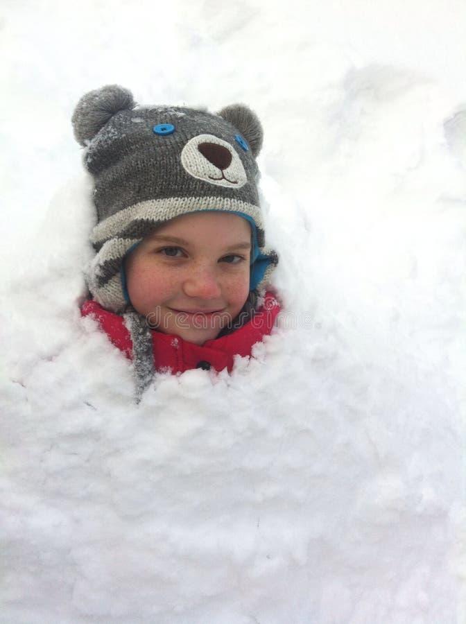 Meisje in de sneeuw stock foto's