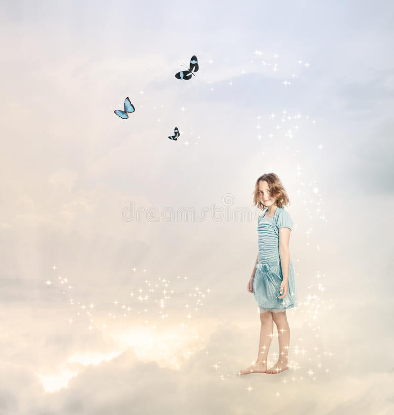 Meisje in de Wolken stock foto