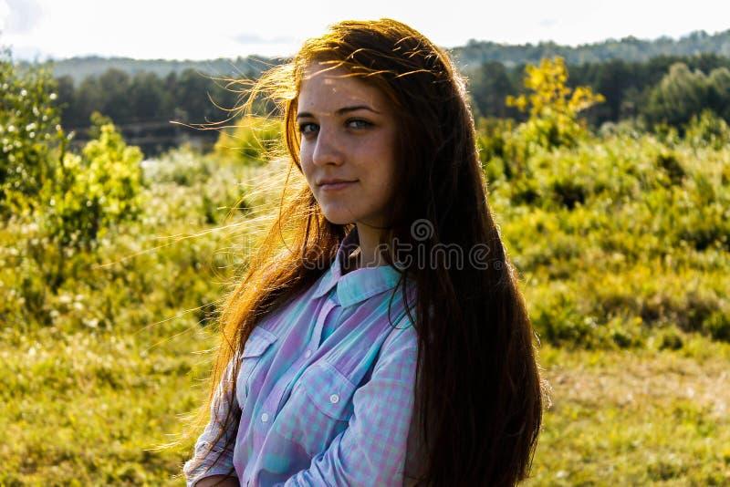 Meisje in de zomer royalty-vrije stock afbeelding