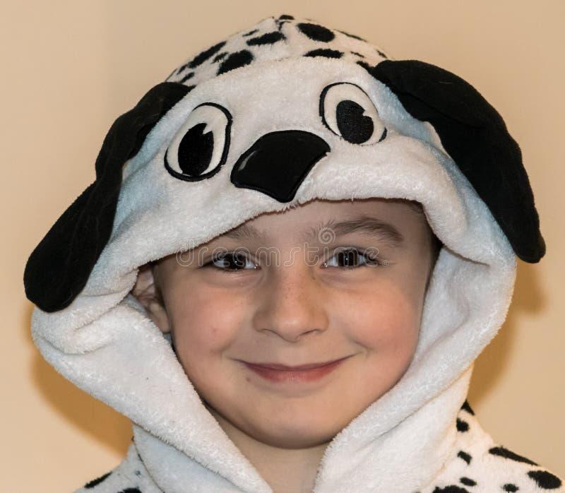 Meisje die Dalmatische Onesie dragen stock foto's