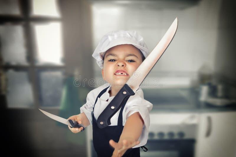 Meisje die een mes werpen royalty-vrije stock fotografie