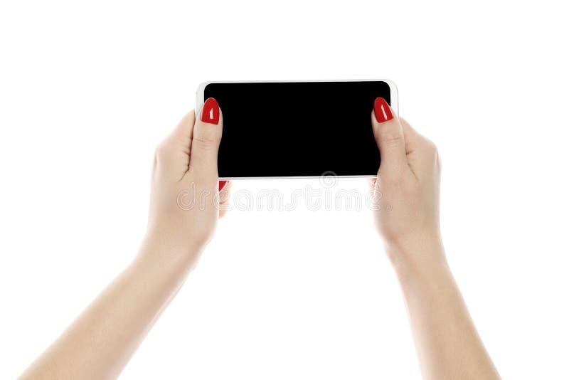 Meisje die een smartphone houden die op witte achtergrond wordt geïsoleerd royalty-vrije stock afbeeldingen