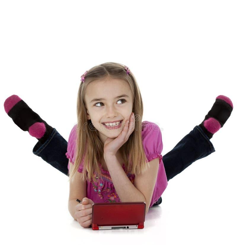 Meisje die Elektronisch spel spelen stock afbeeldingen