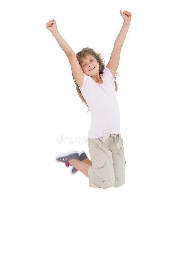 Meisje die en haar handen springen opsteken stock fotografie