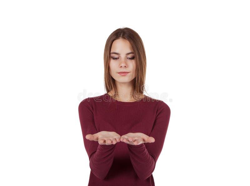 Meisje die haar handen bekijken stock foto
