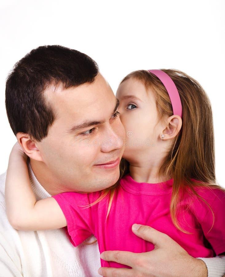 Meisje die iets haar glimlachende geïsoleerde= vader vertellen royalty-vrije stock fotografie