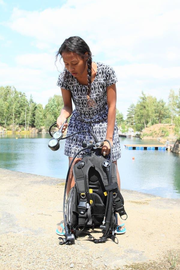Meisje die klaar voor het duiken worden royalty-vrije stock afbeelding