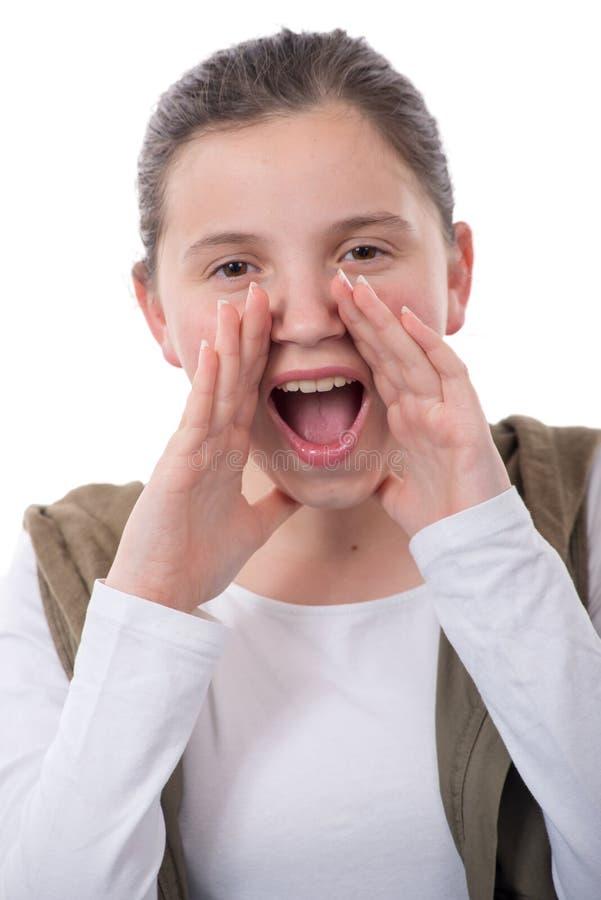 Meisje die met haar handen rond haar mond gillen stock afbeeldingen