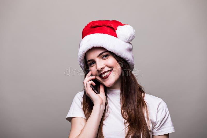 meisje die met Kerstmishoed telefoon uitnodigen royalty-vrije stock fotografie