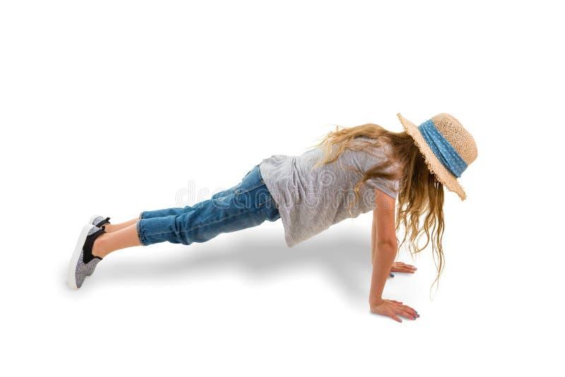 Meisje die plankpositie uitoefenen tijdens training royalty-vrije stock foto's