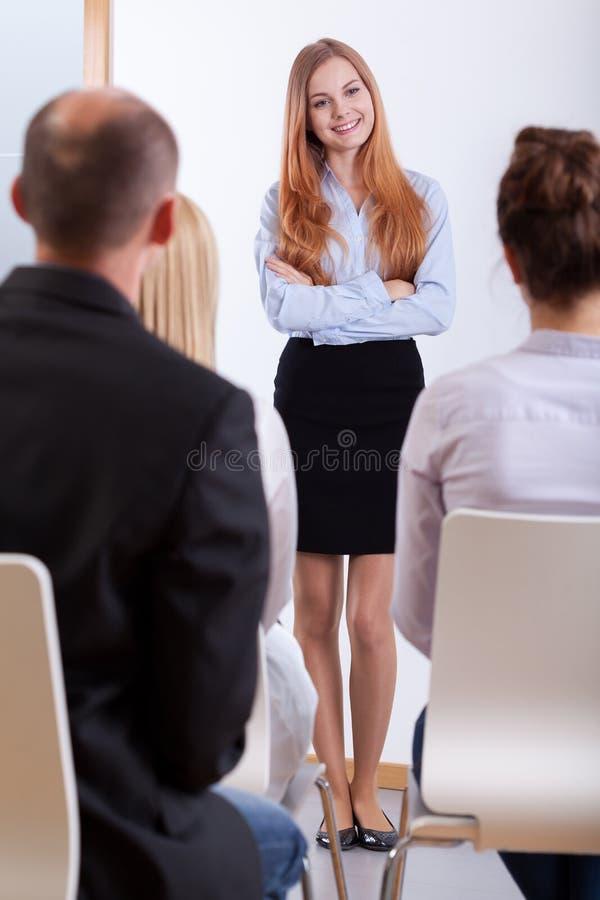 Meisje die zich op een baangesprek bevinden stock afbeeldingen