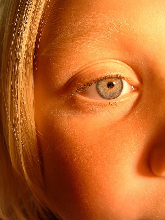 Meisje door Kaarslicht royalty-vrije stock afbeelding