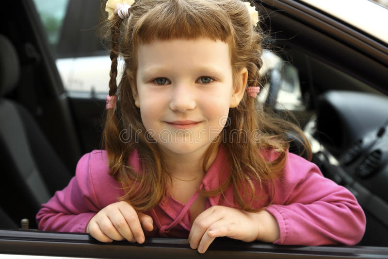 Meisje in een auto stock fotografie