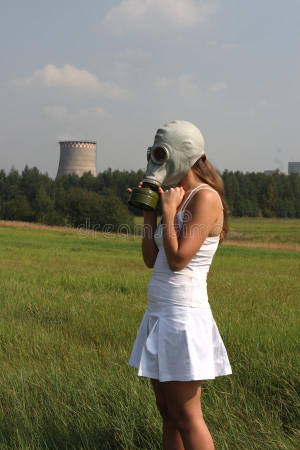 Meisje in een gasmasker royalty-vrije stock afbeeldingen