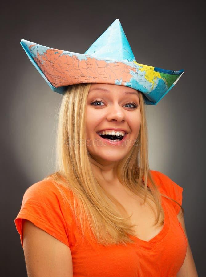 Meisje in een hoed van kaart stock afbeeldingen