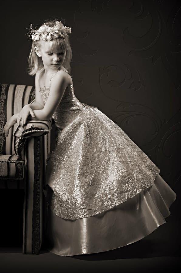 Meisje in een kleding royalty-vrije stock foto