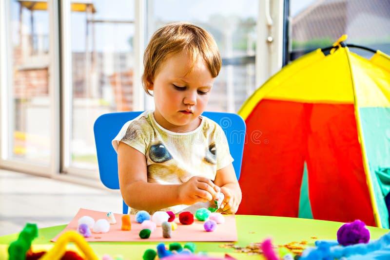 Download Meisje en creativiteit stock foto. Afbeelding bestaande uit ontwikkeling - 39109546