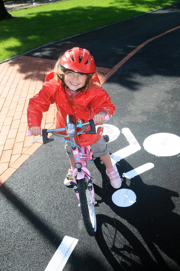 Meisje en fiets stock fotografie
