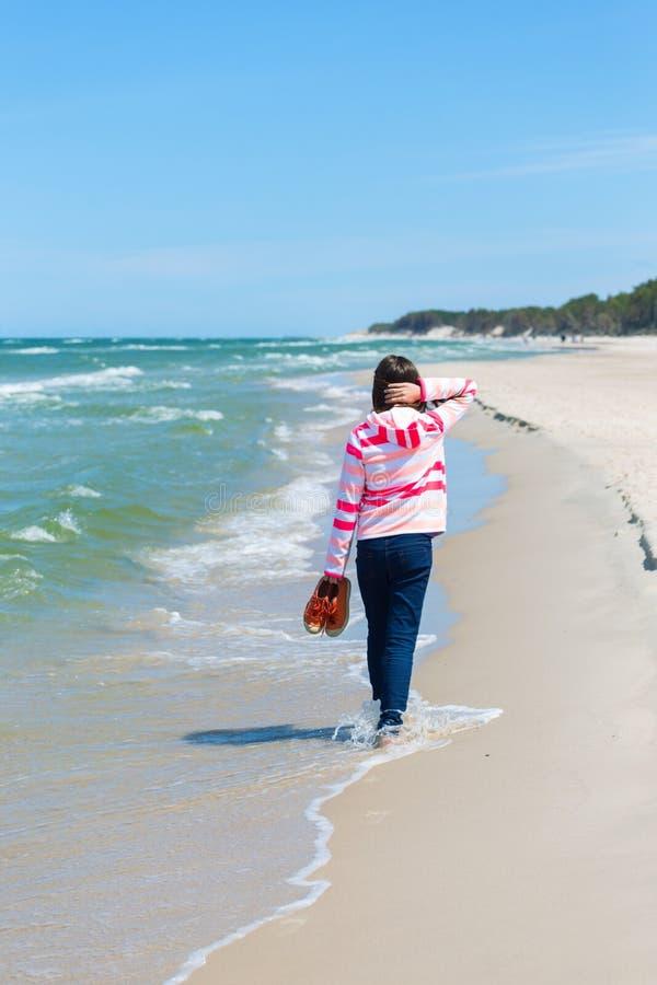 Meisje en het Overzees stock afbeeldingen