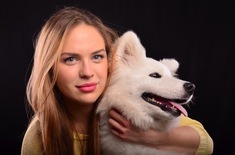 Meisje en hondportret stock foto