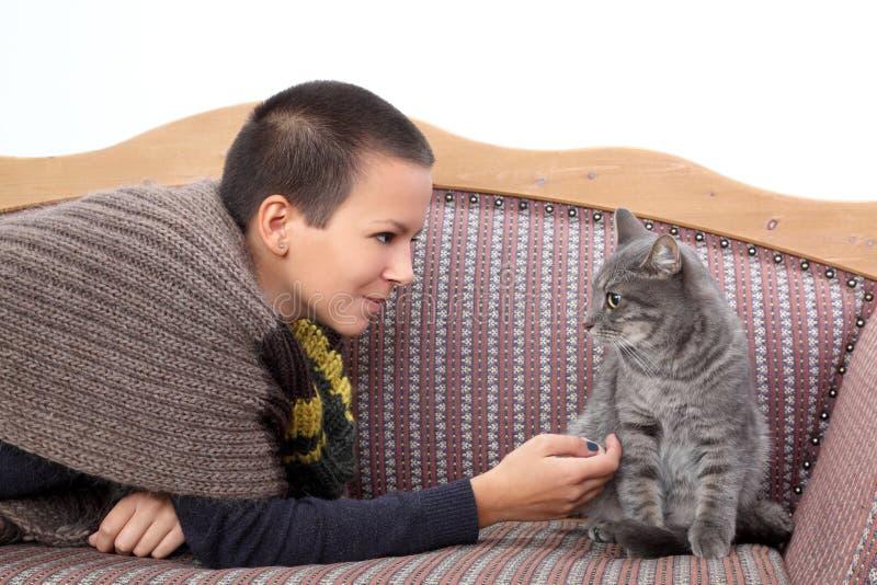 Meisje en kat stock afbeeldingen