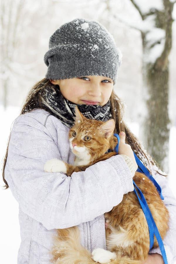 Meisje en katje stock afbeelding