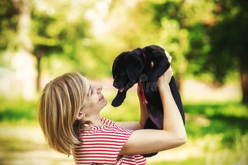Meisje en Labrador royalty-vrije stock foto