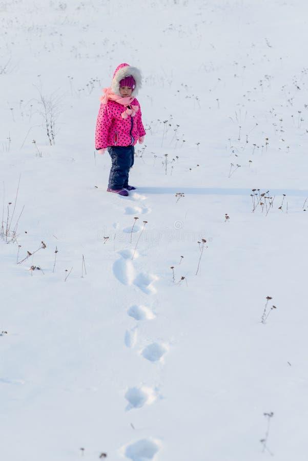 Meisje en sneeuw royalty-vrije stock afbeelding