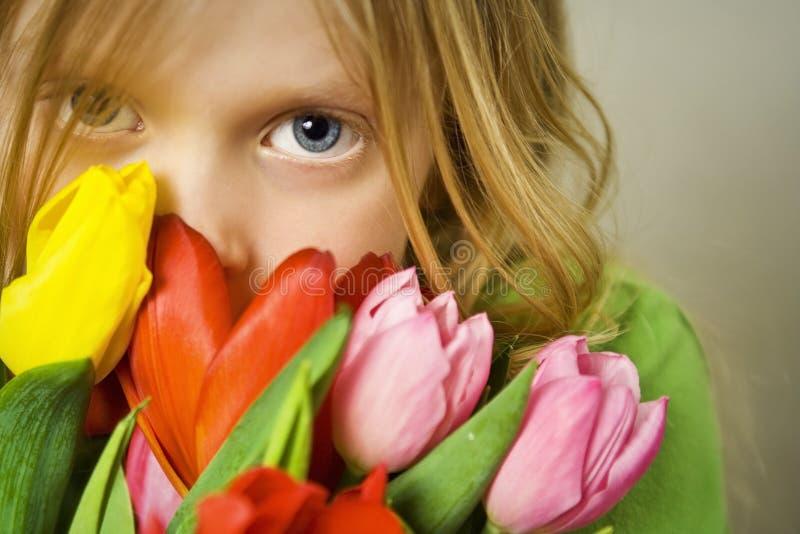 Meisje en tulps royalty-vrije stock foto's