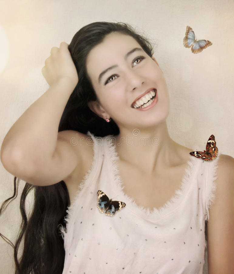 Meisje en vlinders stock afbeeldingen