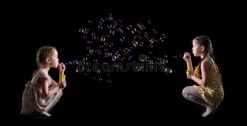 Meisje en zeepbels royalty-vrije stock afbeelding