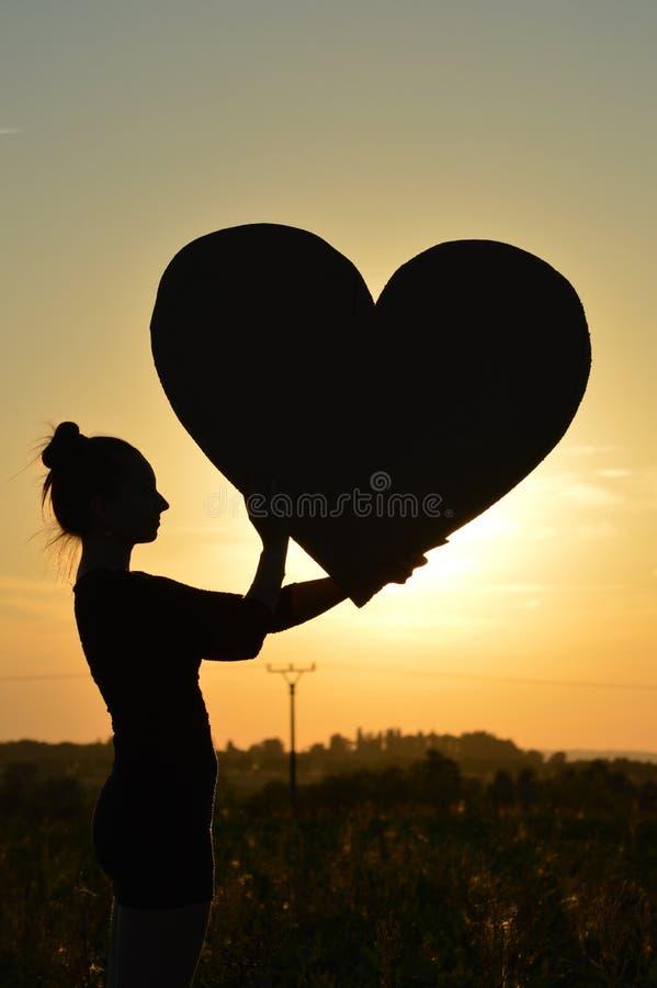 Meisje en zonsondergang stock afbeeldingen