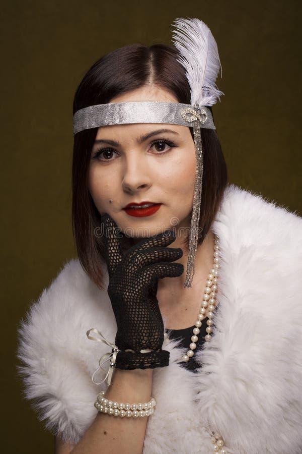 Meisje in gatsby stijl stock foto