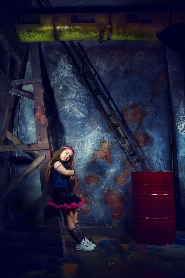 Meisje in gestileerde steampunk photoshoot stock foto's