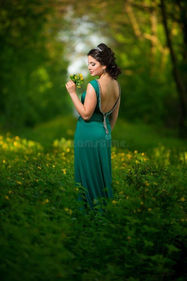 Meisje in green stock afbeelding