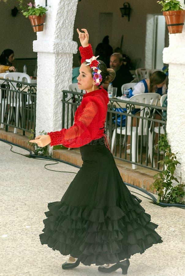 Meisje het dansen Sevillanas royalty-vrije stock fotografie