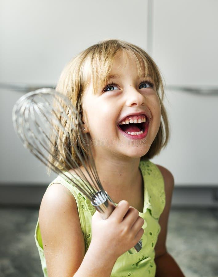 Meisje het Glimlachen bakt Koekjesconcept royalty-vrije stock foto