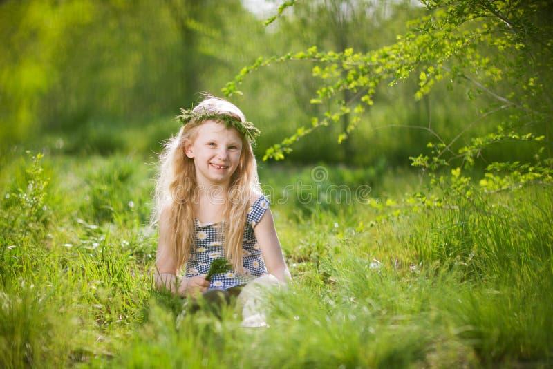Meisje in het park stock afbeelding