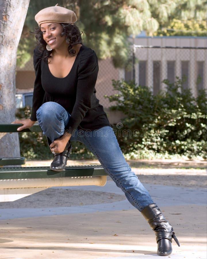 Meisje in jeans en laarzen royalty-vrije stock foto