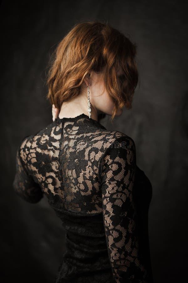 Meisje in kantkleding royalty-vrije stock afbeelding