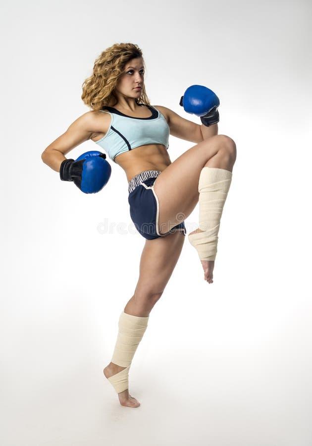 Meisje kickboxer stock afbeelding