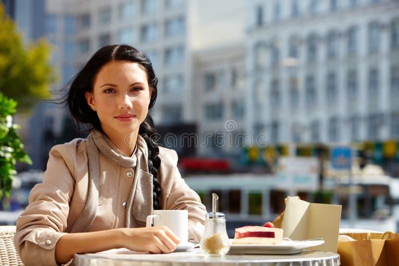 Download Meisje in koffie stock afbeelding. Afbeelding bestaande uit koffie - 29514629