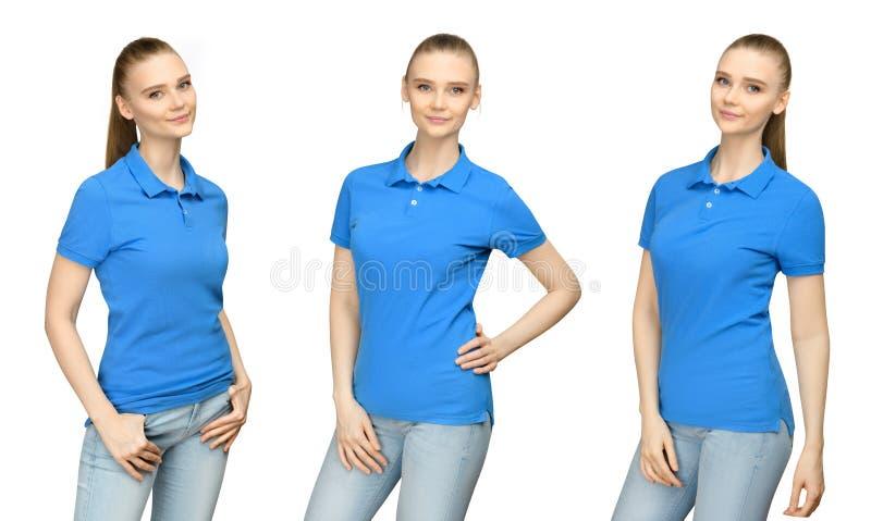 Meisje in leeg blauw het modelontwerp van het polooverhemd voor druk en de jonge vrouw van het conceptenmalplaatje in zijaanzicht royalty-vrije stock foto's