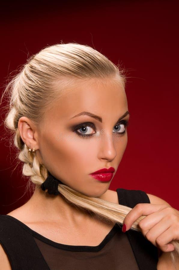 Meisje met agressieve make-up stock foto