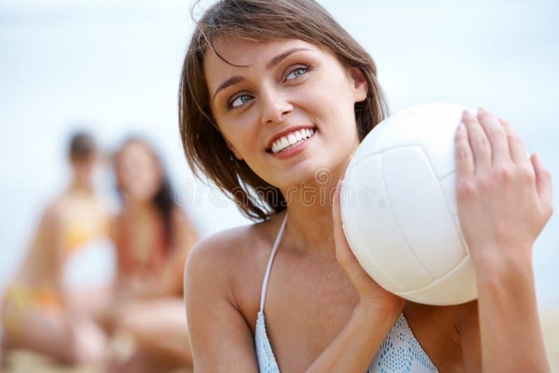 Meisje met bal stock afbeelding